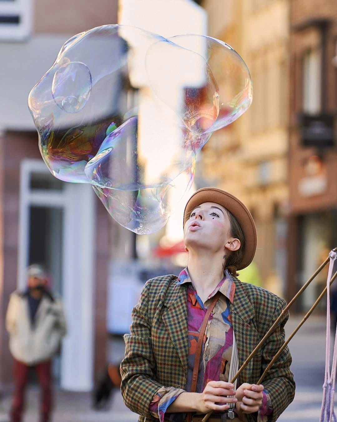 Clown Kasia Balou Riesenseifenblasen